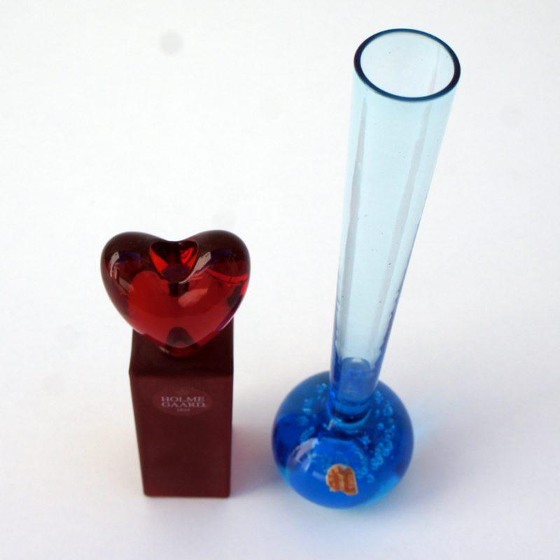 Violetero Alsterfors y candelero rojo Holmegaard
