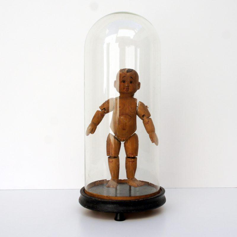 Muñeco birmano de madera en fanal vintage