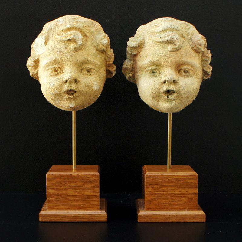 Pareja de cabezas de amorcillos en terracota S.XIX