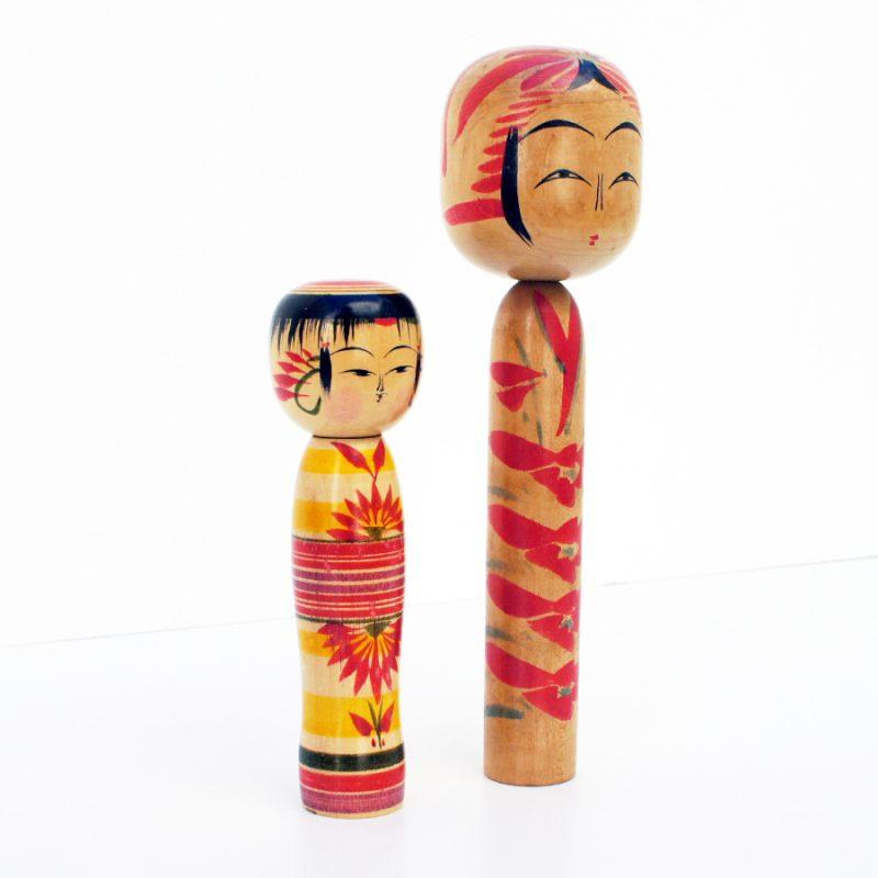 Pareja de muñecas kokeshi vintage años 40 y 70