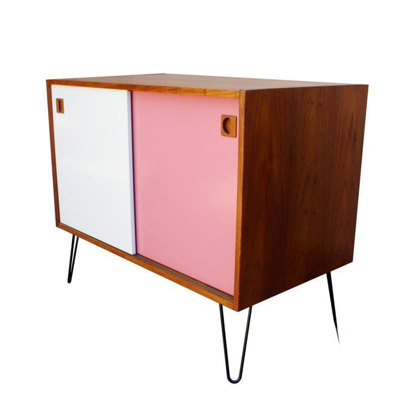 Aparador danés rosa y blanco restaurado tamaño pequeño
