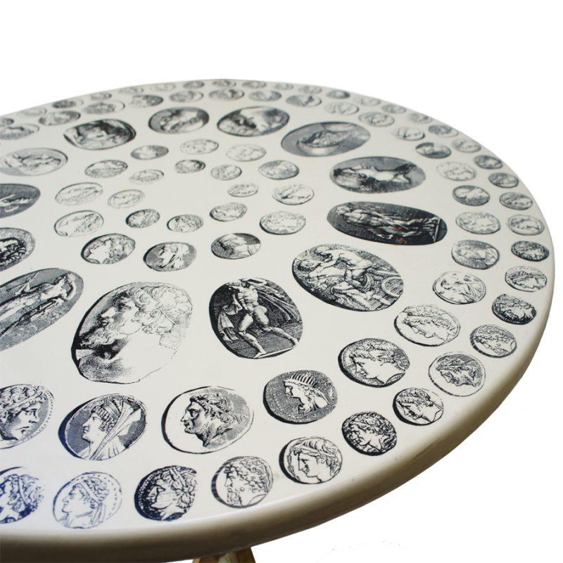 mesa auxiliar diseño Piero Fornasetti